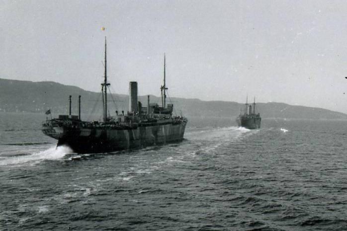 Tysk konvoi på vei mot nord med forsyninger til nordfronten. Møvig fort ble anlagt for å beskytte tysk skipsfart mot allierte sjøstridskrefter. Foto: Via Endre Wrånes.