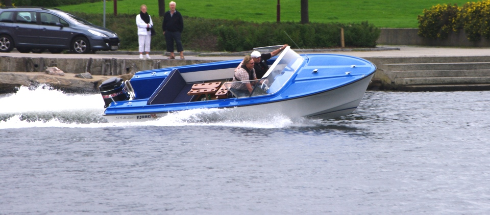Fjord i fin fart Foto Arve Lindvig