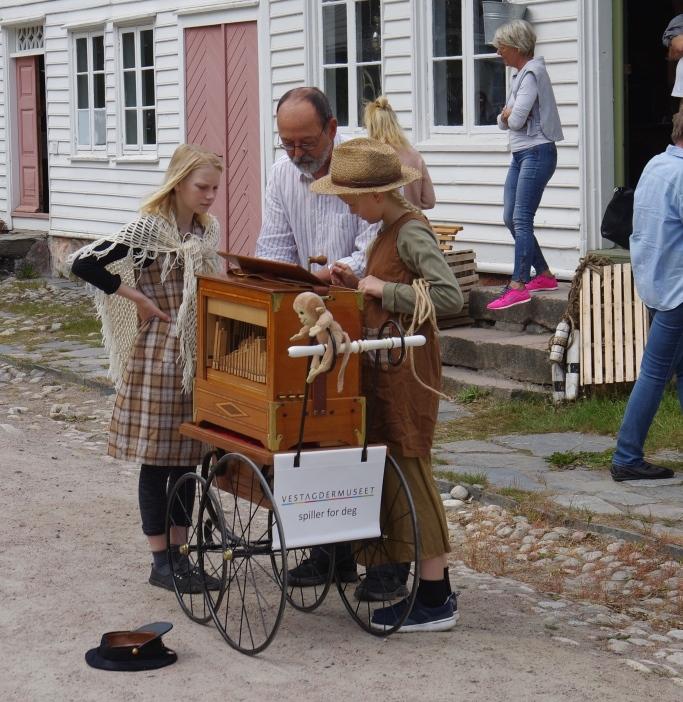 Museumsdag_Bygaden_lirekasse_Arve Lindvig_Web