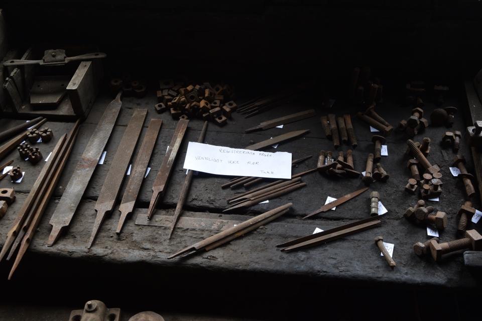 Små og mindre gjenstander klare for merking og registrering. Foto Magnhild Aasen